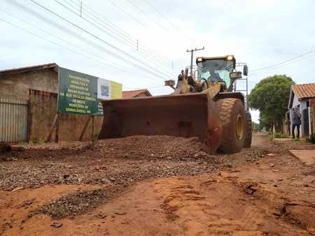 Left or right obra de asfalto na rua osvaldo no pindorama