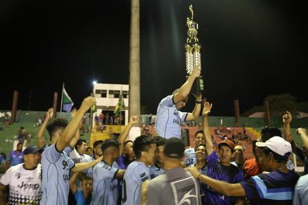 Left or right municipal de futebol
