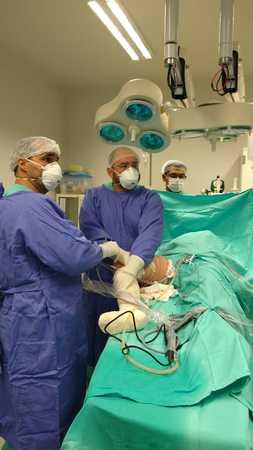 Left or right cirurgia sendo realizada